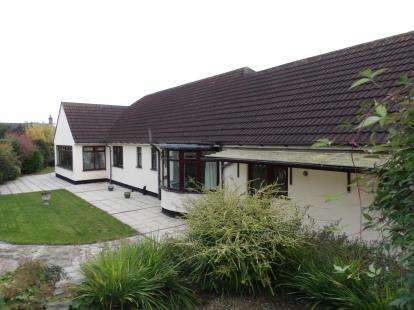 2 Bedrooms Bungalow for sale in Tithby Road, Cropwell Butler, Nottingham