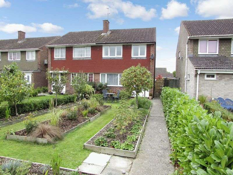 3 Bedrooms Semi Detached House for sale in Kestrel Close, Thatcham