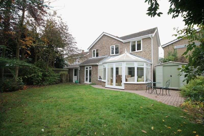 4 Bedrooms Detached House for sale in BLETCHINGDON