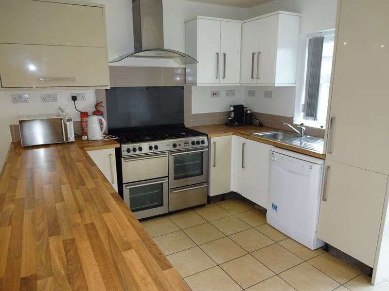 6 Bedrooms Semi Detached Bungalow for rent in Charnock Avenue, Nottingham