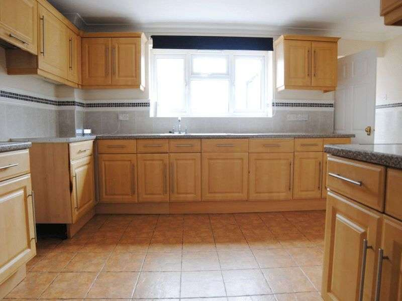 3 Bedrooms House for sale in Royston Walk, Longton, Stoke-On-Trent, ST3 1NJ