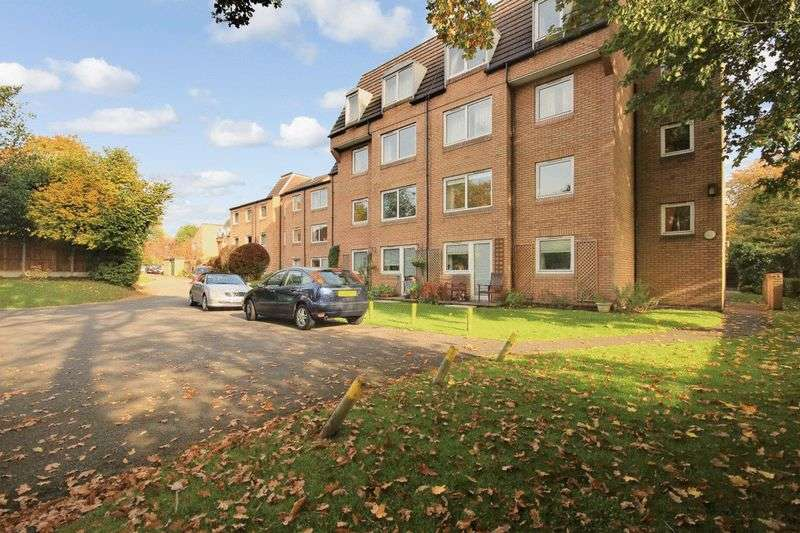 1 Bedroom Retirement Property for sale in Homeworth House, Woking, GU22 7XE