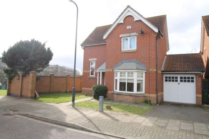 3 Bedrooms Detached House for sale in Greenhaven Drive, London, SE28
