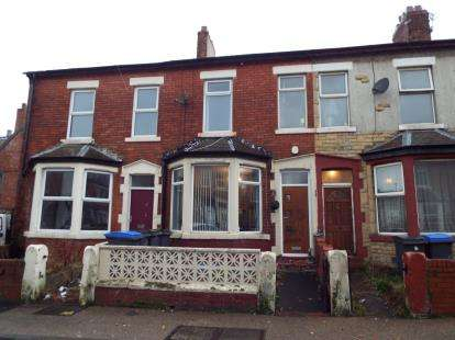 4 Bedrooms Terraced House for sale in Durham Road, Blackpool, Lancashire, FY1