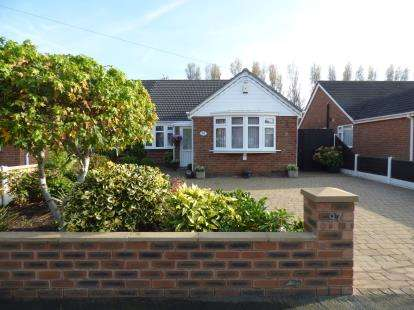 4 Bedrooms Bungalow for sale in Park Road, Formby, Liverpool, Merseyside, L37