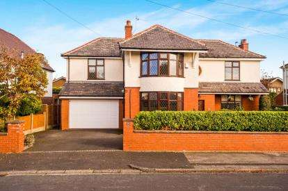 5 Bedrooms Detached House for sale in Carlisle Avenue, Penwortham, Preston, Lancashire, PR1