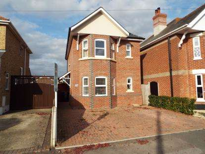 3 Bedrooms Detached House for sale in Christchurch, Dorset