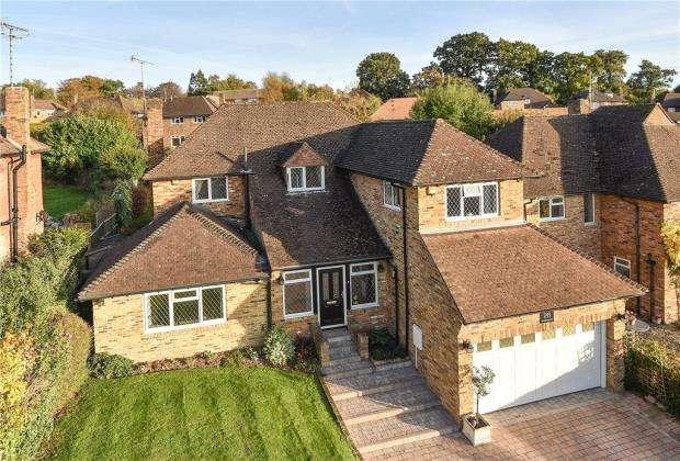 4 Bedrooms Detached House for sale in Foxdell Way, Chalfont St. Peter