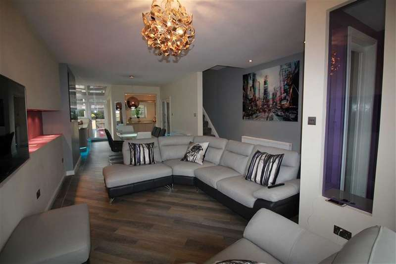 3 Bedrooms Property for sale in Sunnyhurst Lane, Darwen, Lancashire