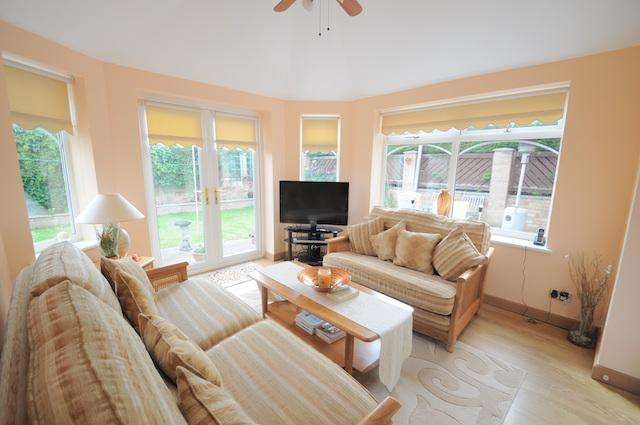 4 Bedrooms Detached House for sale in Stonegate Close, Sutton On Hull, HU8 9TT