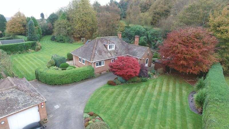 3 Bedrooms Detached Bungalow for sale in Greenways Drive, Cheadle