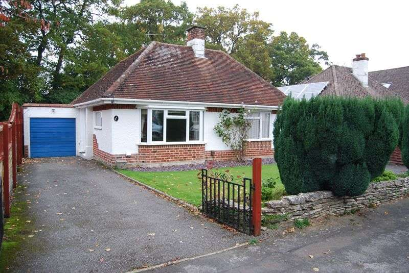 2 Bedrooms Detached Bungalow for sale in Shelley Close, Christchurch