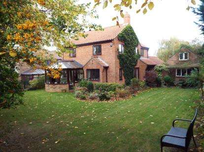 4 Bedrooms Detached House for sale in Kingstonia Place, Ripon