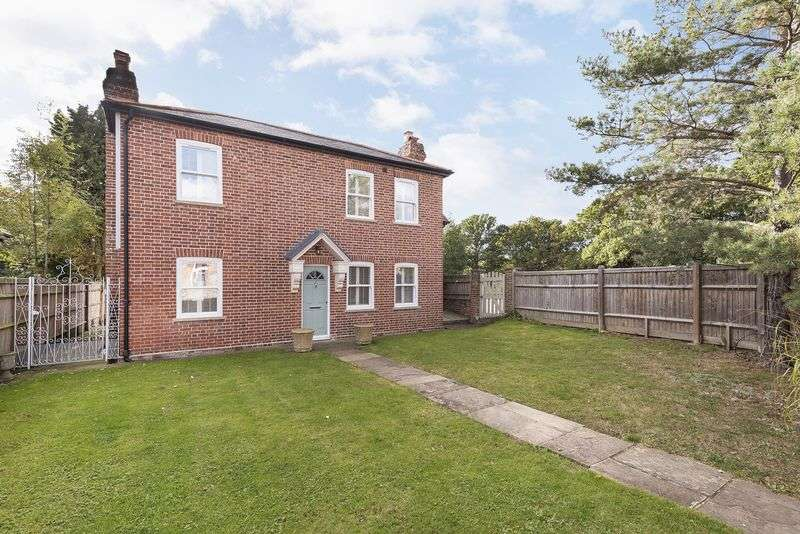 4 Bedrooms Detached House for sale in Detached and sympathetically restored four bedroom house in picturesque village