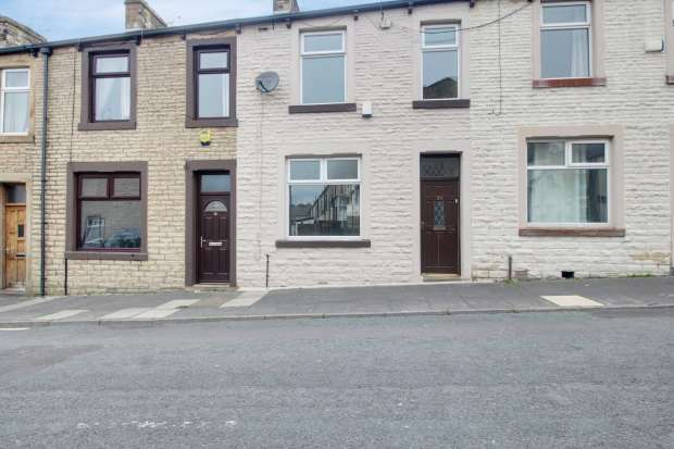 3 Bedrooms Terraced House for sale in Woodbine Road, Burnley, Lancashire, BB12 6RE