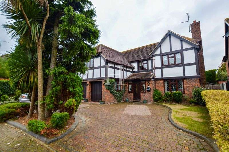 5 Bedrooms Detached House for sale in Bishopsteignton, Shoeburyness, Essex, SS3