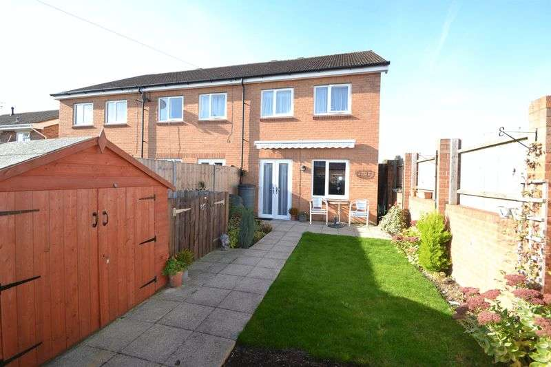 3 Bedrooms Terraced House for sale in (off) Gardner Road, Furze Platt, Maidenhead SL6 7PR. SatNav - SL6 7UP.