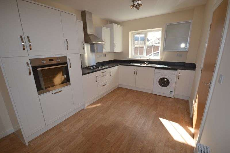 4 Bedrooms Terraced House for sale in Rhodfa'r Ceffyl, Kidwelly