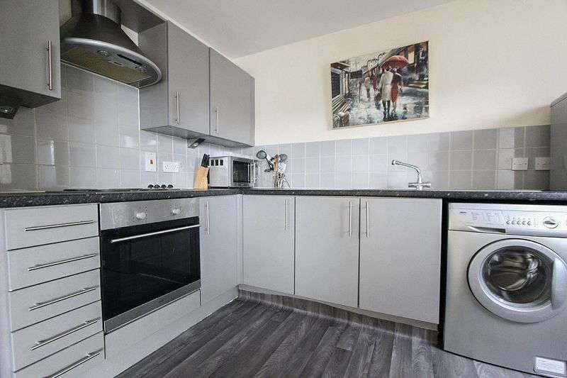 2 Bedrooms Flat for sale in Gallery Square, Walsall