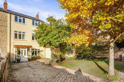 4 Bedrooms Semi Detached House for sale in Church Road, Cam, Dursley, Gloucestershire