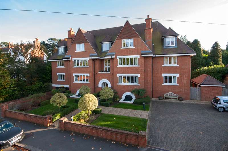 2 Bedrooms Apartment Flat for sale in Augustine Court, 4 Blanford Road, RH2