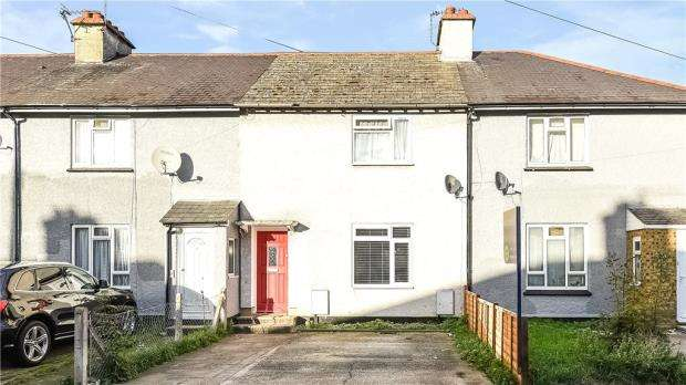 2 Bedrooms Terraced House for sale in Cavendish Road, Sunbury-on-Thames, Surrey