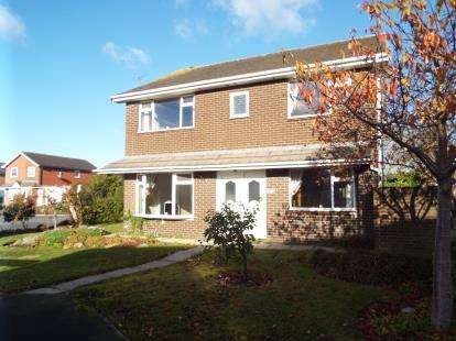 4 Bedrooms Detached House for sale in Bowes Lyon Place, St Annes, Lancashire, FY8