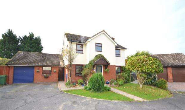 4 Bedrooms Detached House for sale in Pettys Brook Road, Chineham, Basingstoke