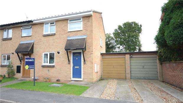 3 Bedrooms Semi Detached House for sale in Blackbird Close, College Town, Sandhurst