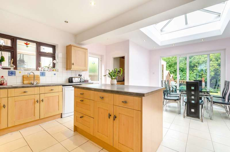5 Bedrooms House for sale in Grand Avenue, Surbiton, KT5