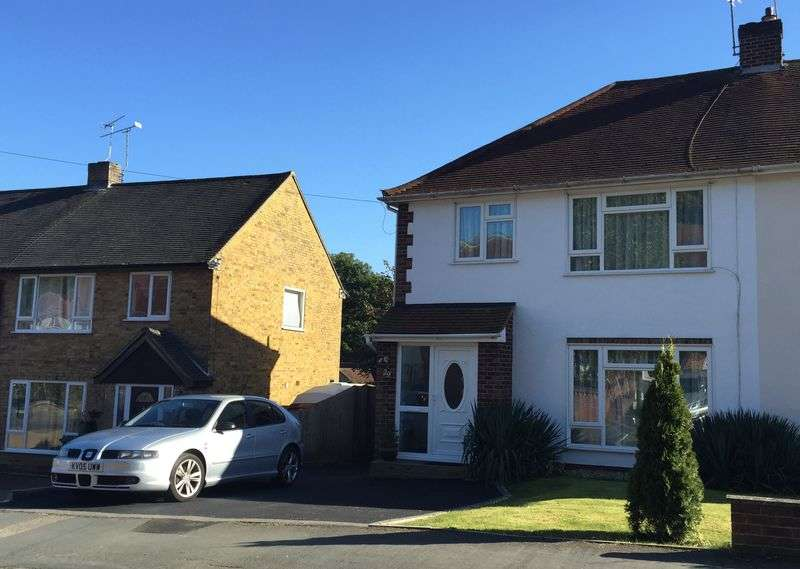 3 Bedrooms Semi Detached House for sale in Farm Road, Frimley