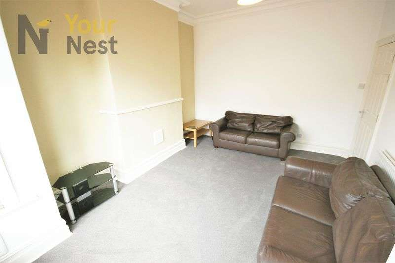 5 Bedrooms Terraced House for rent in Derwentwater Terrace, Headingley, LS6 3JL