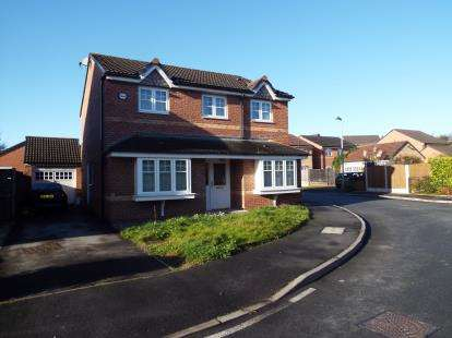 4 Bedrooms Detached House for sale in Bolbury Crescent, Swinton, Manchester, Greater Manchester