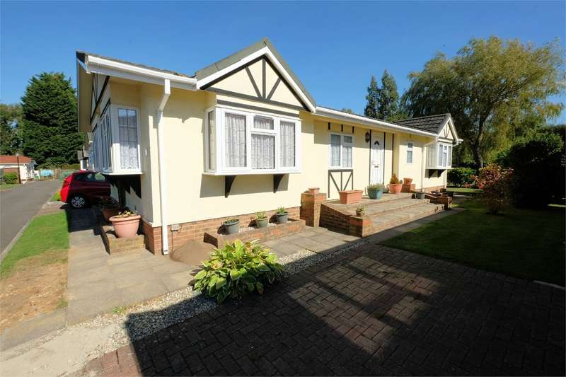 2 Bedrooms Park Home Mobile Home for sale in Stone Street, Petham, Canterbury, CT4