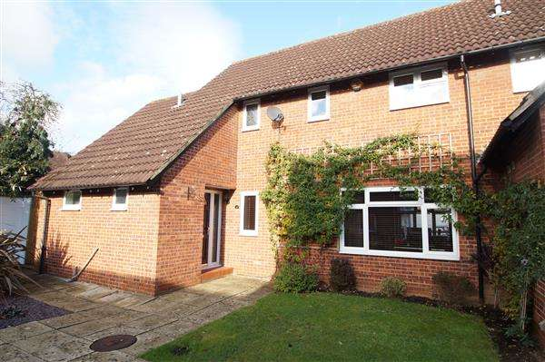 3 Bedrooms Mews House for sale in Bennetts Close, Cippenham, Slough