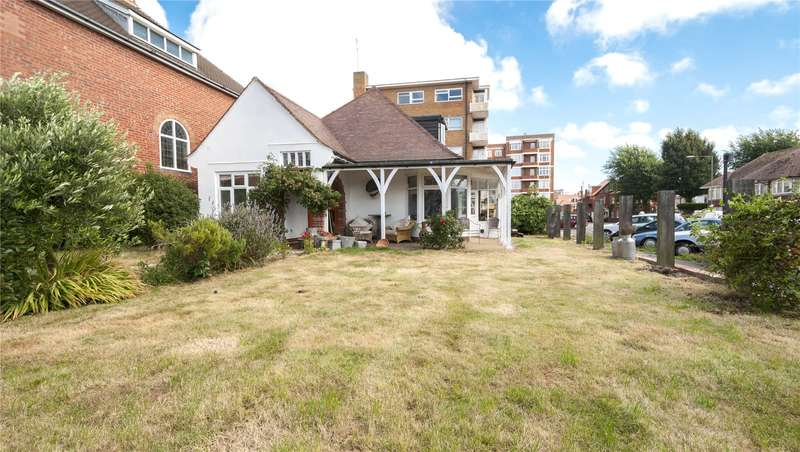 4 Bedrooms Detached Bungalow for sale in Aymer Road, Hove, East Sussex, BN3