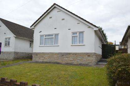 3 Bedrooms Bungalow for sale in Bearcross, Bournemouth, Dorset
