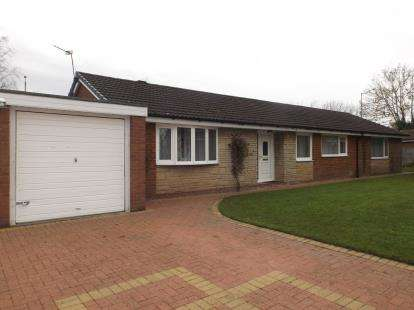 3 Bedrooms Bungalow for sale in St. James Gardens, Leyland, Lancashire, PR26