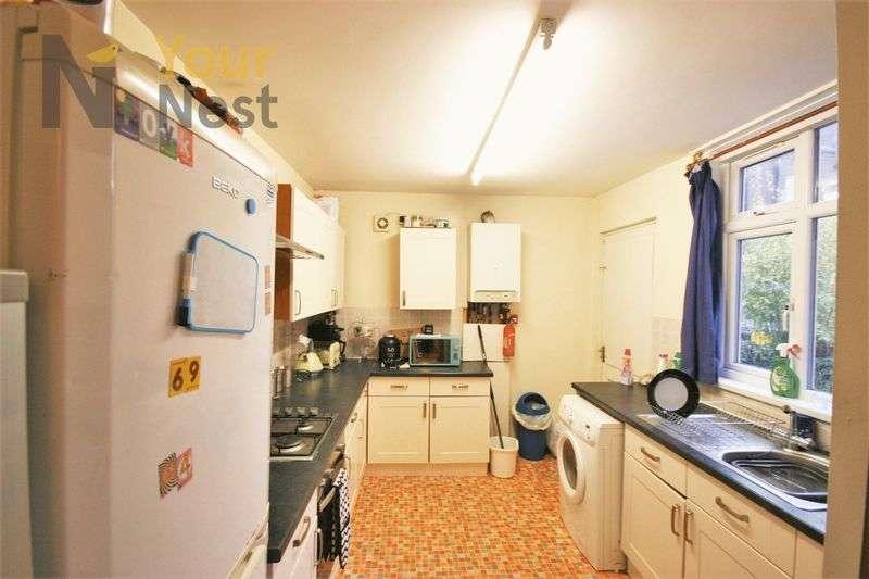6 Bedrooms Terraced House for rent in Estcourt Avenue, Headingley, LS6 3ET
