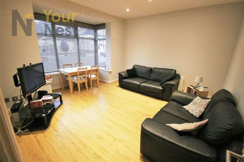 4 Bedrooms Terraced House for rent in Estcourt Avenue, Headingley, LS6 3ET