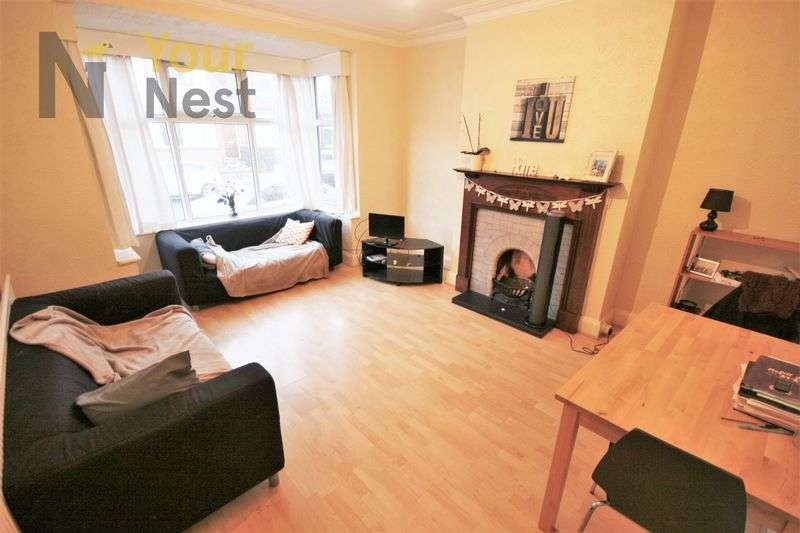 5 Bedrooms House for rent in Estcourt Avenue, Headingley, LS6 3ET