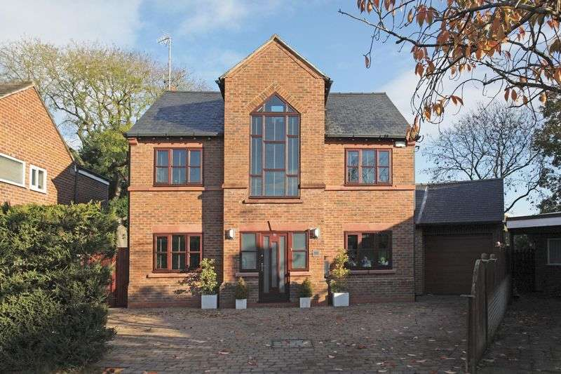 5 Bedrooms Detached House for sale in Warburton Close, Hale Barns