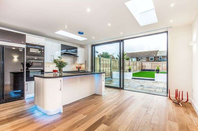 4 Bedrooms House for sale in Malvern Close, Worthing, West Sussex, BN11