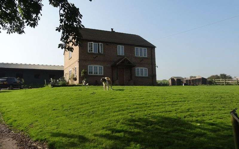 3 Bedrooms Property for sale in Trippeyhills Farm