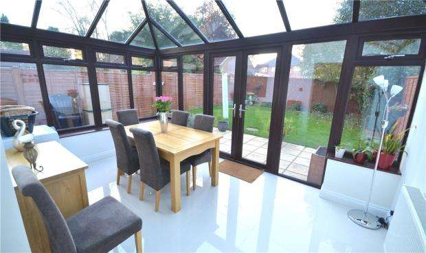 3 Bedrooms Semi Detached House for sale in Osler Close, Bramley, Tadley