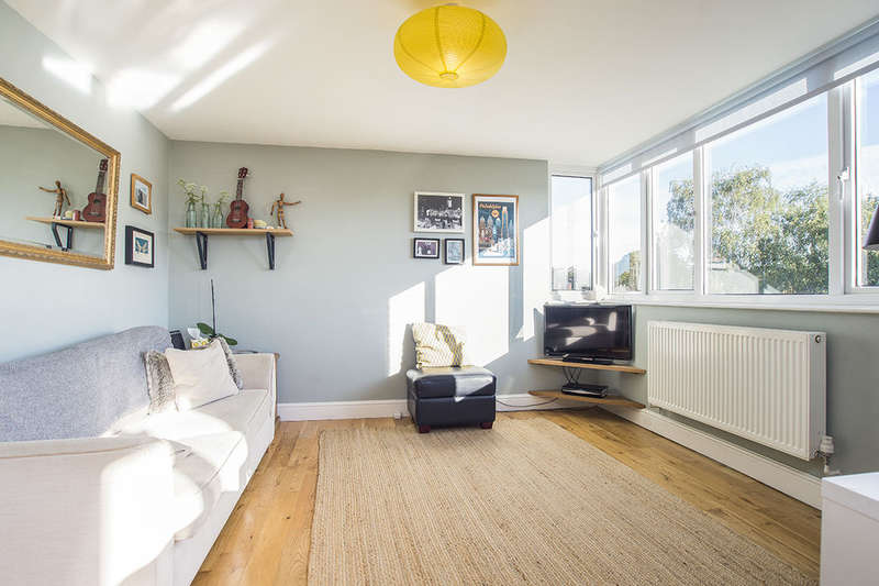 2 Bedrooms Flat for sale in Galsworthy Road, Kingston Upon Thames, KT2