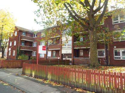 2 Bedrooms Flat for sale in Dickens Road, Eccles, Manchester, Greater Manchester