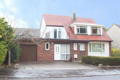 4 Bedrooms Bungalow for sale in Castlehill Drive, Newton Mearns