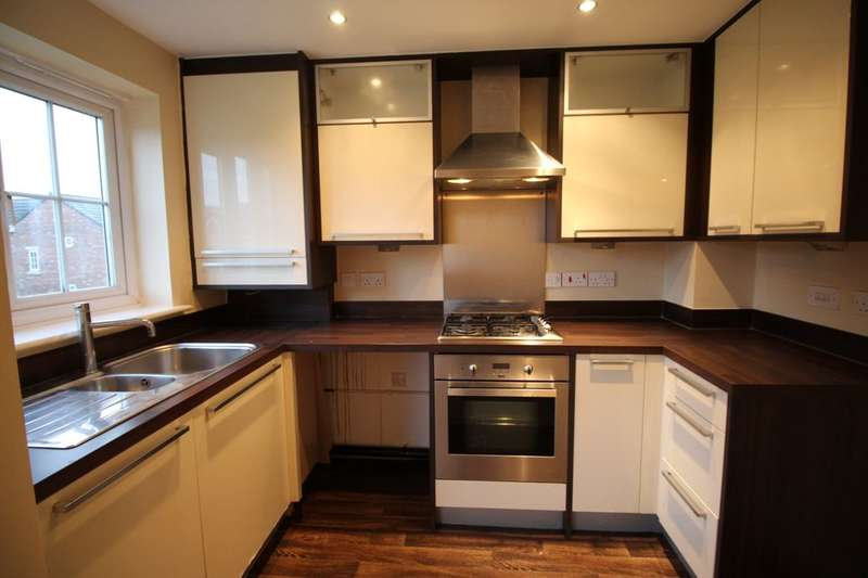 2 Bedrooms Flat for sale in Harrop Court, Darwen, BB3