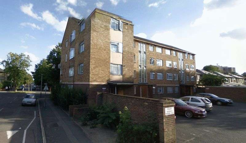 2 Bedrooms Flat for sale in Richmond Road, London